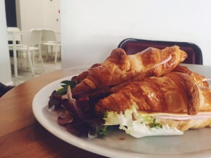 croissants de jamon york y queso en sevilla