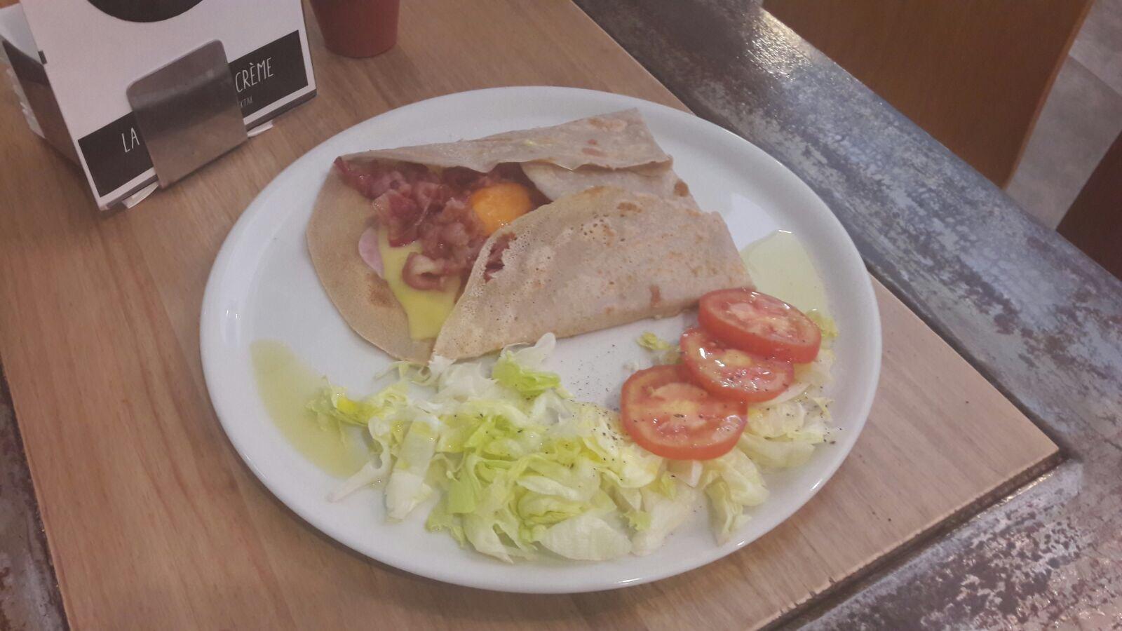 Crepes Saladas con huevo, jamón de york, queso y bacón en Sevilla