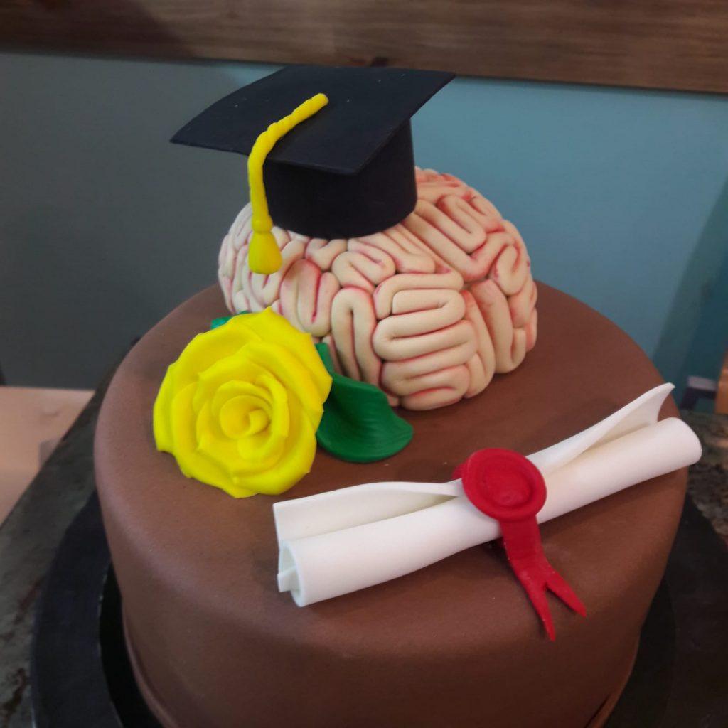 tarta para celebrar graduacion de la carrera