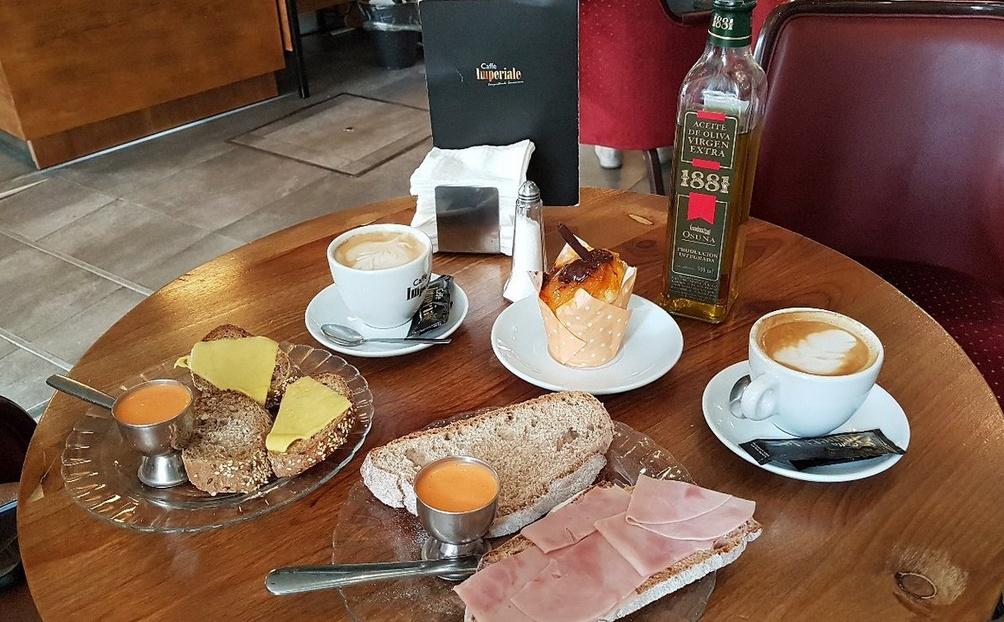 la mejor cafeteria pasteleria de Sevilla