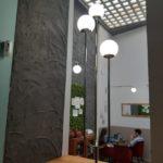 Si estás buscando un sitio nuevo, un sitio especial en Sevilla ven a vernos y disfruta de nuestro patio interior.