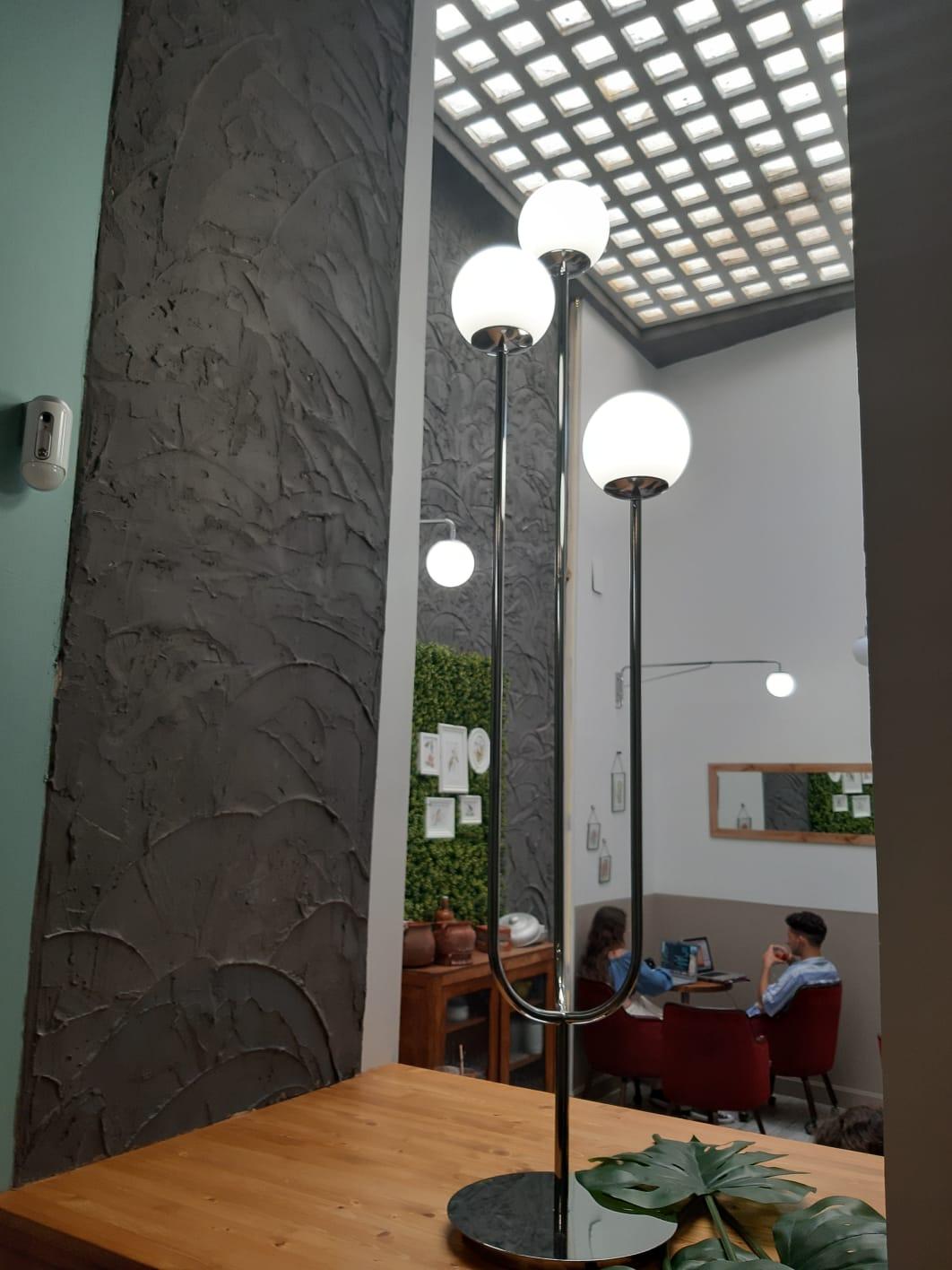 cafeteria pasteleria con patio interior en sevilla, cafeterias con encanto en sevilla, rincones especiales en sevilla